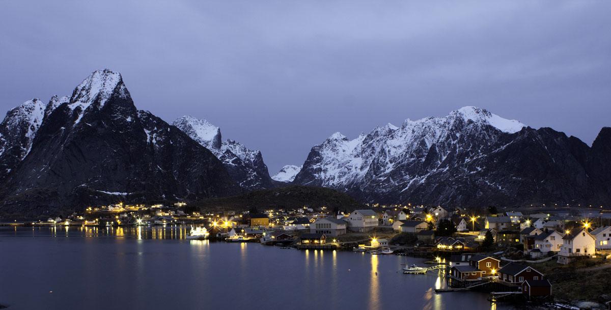 Å-Moskenes-Reine-Hamnøy-Kubbholmleia-Fredvang-Bøvatnet-lake-Gimsøystraumen-Bridge-Steinøya-Henningsvær-Svolvær-Sildpollnes-Church-Kinnarvika-Holdøya-Storvatnet-lake-Duorggajávri-lake
