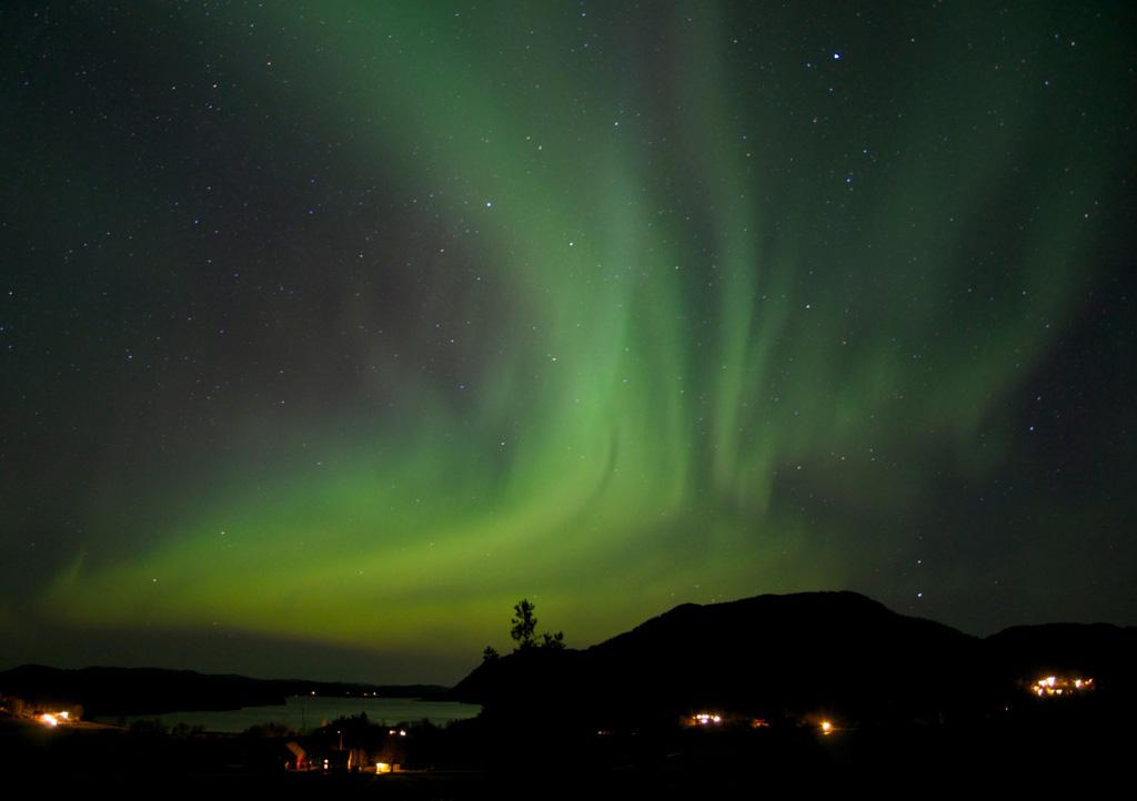 Aurora Polare fenomeno naturale Artico sopra Oldfjorden (Norvegia)