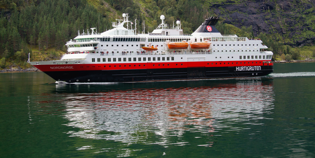 Il postale Hurtigruten che percorre tutta la costa norvegese