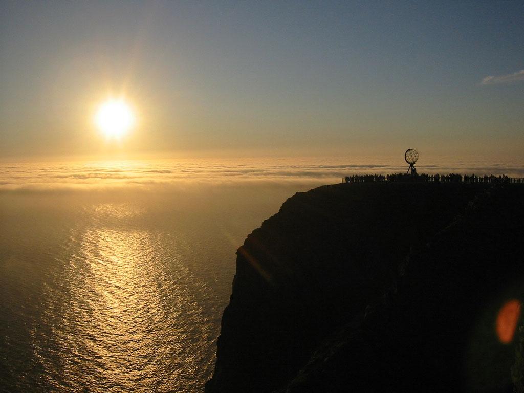 capo nord di notte con il sole di mezzanotte (nordkapp midnight sun)