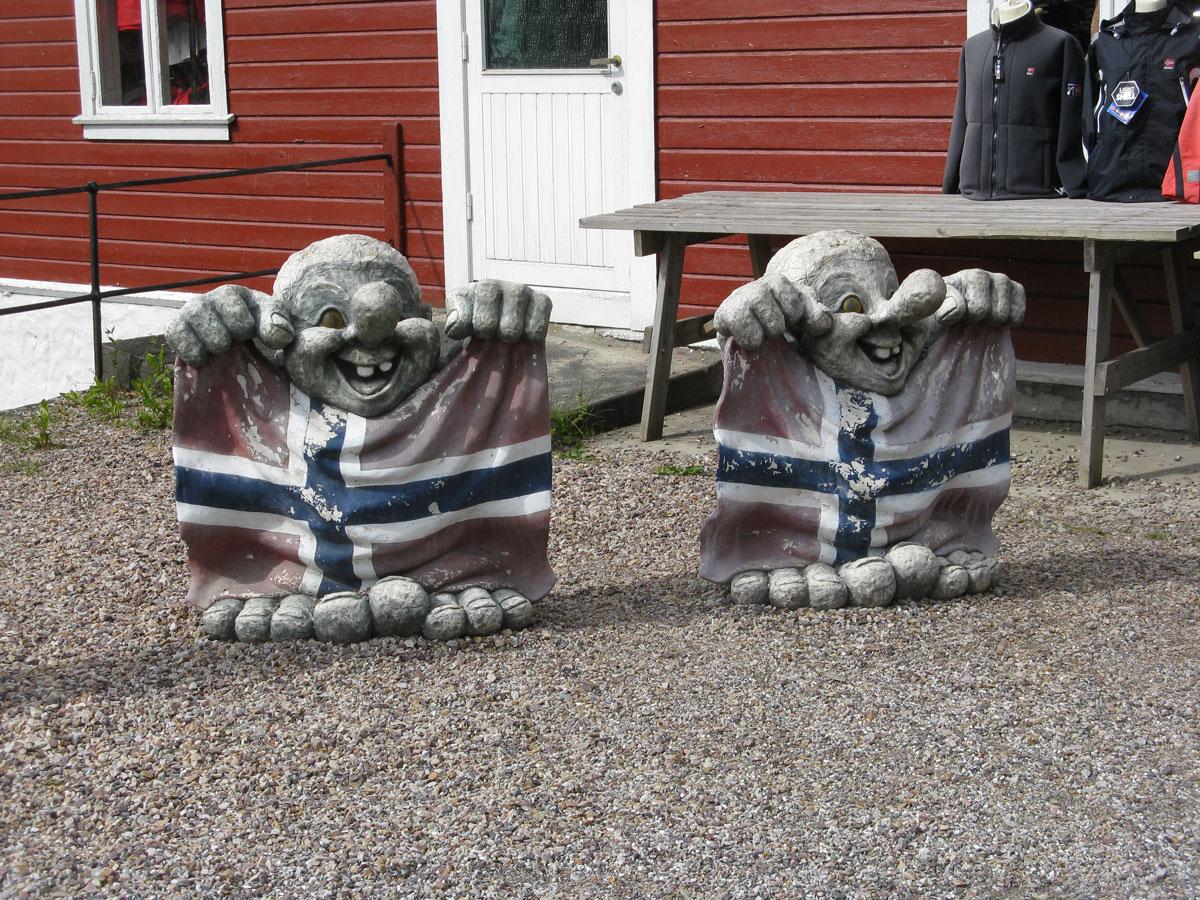 troll-norvegesi-bandiera-norvegia